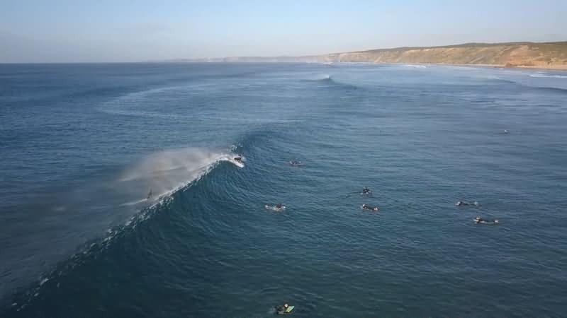 [4K]实拍在大海上冲浪的人群.mkv_20180714_133404.256.jpg