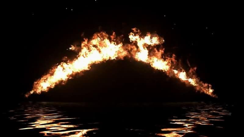 水面上的弧形火焰.jpg