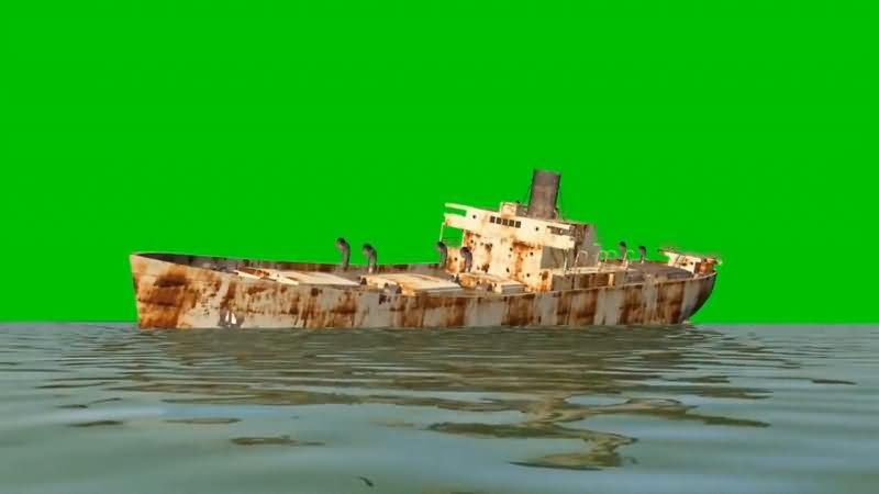 绿屏抠像停在水中的废船视频素材